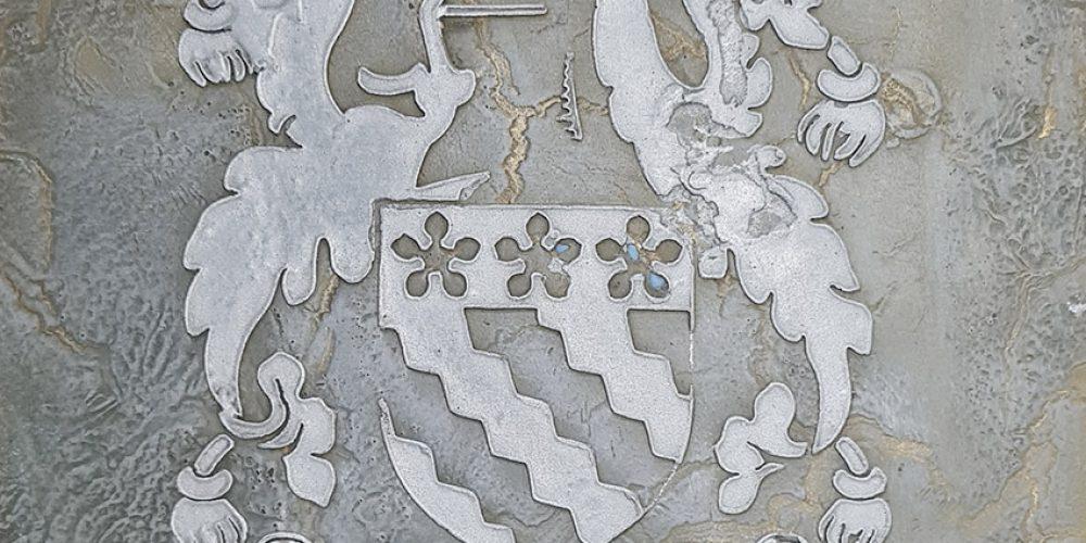 Liquid metal plaque
